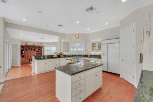 9400-Sloane-St--Orlando--FL-32827----21---Kitchen.jpg