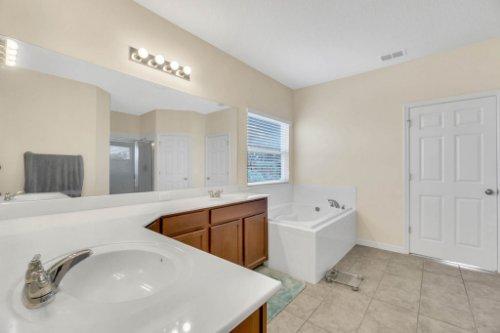 1715-Water-Rock-Dr--Apopka--FL-32712----24---Master-Bathroom.jpg