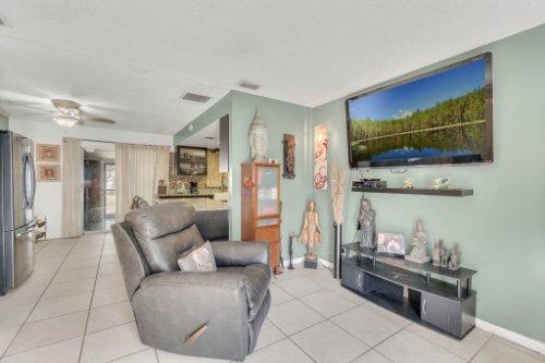 2805-Jessup-Ave--Kissimmee--FL-34744----05---Family-Room.jpg