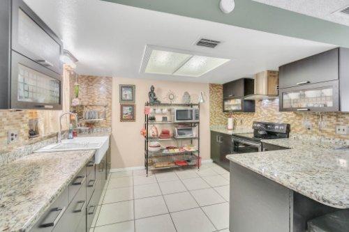 2805-Jessup-Ave--Kissimmee--FL-34744----13---Kitchen.jpg