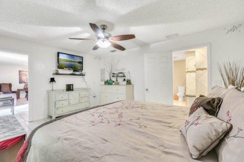 2805-Jessup-Ave--Kissimmee--FL-34744----24---Master-Bedroom.jpg