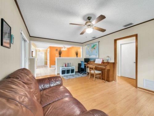 617-Camden-Rd--Altamonte-Springs--FL-32714----10---Family-Room.jpg