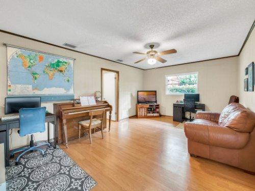 617-Camden-Rd--Altamonte-Springs--FL-32714----11---Family-Room.jpg