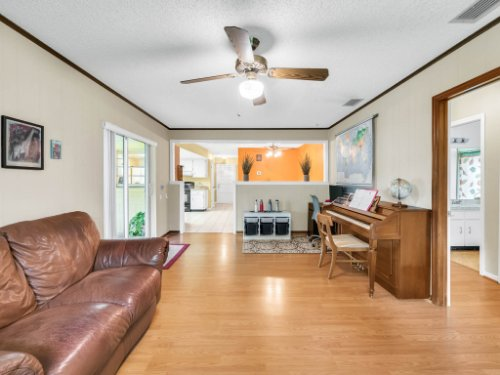 617-Camden-Rd--Altamonte-Springs--FL-32714----13---Family-Room.jpg