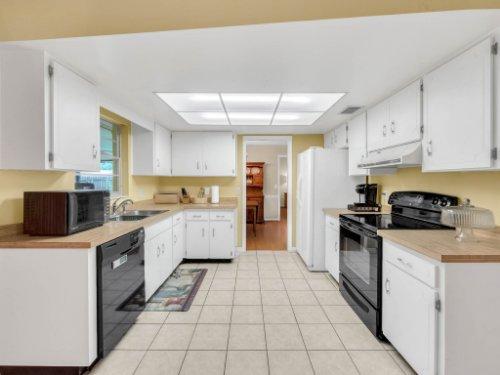 617-Camden-Rd--Altamonte-Springs--FL-32714----16---Kitchen.jpg