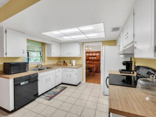 617-Camden-Rd--Altamonte-Springs--FL-32714----17---Kitchen.jpg