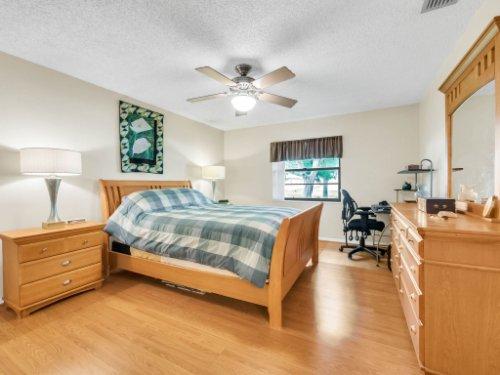 617-Camden-Rd--Altamonte-Springs--FL-32714----20---Master-Bedroom.jpg