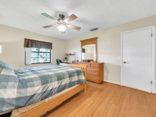 617-Camden-Rd--Altamonte-Springs--FL-32714----21---Master-Bedroom.jpg