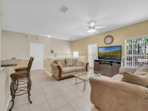 813-E-10th-St--Apopka--FL-32703----06---Family-Room.jpg