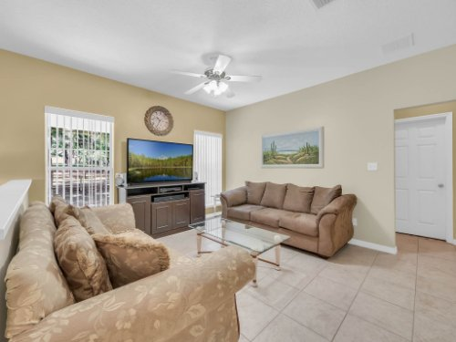 813-E-10th-St--Apopka--FL-32703----07---Family-Room.jpg