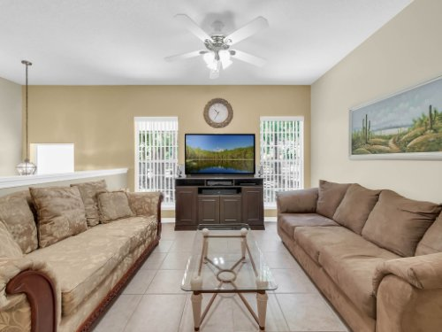 813-E-10th-St--Apopka--FL-32703----08---Family-Room.jpg