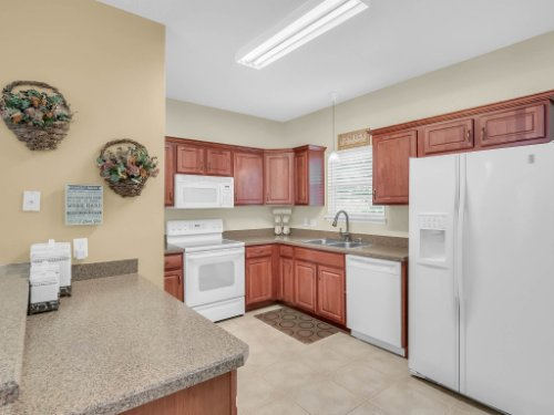 813-E-10th-St--Apopka--FL-32703----12---Kitchen.jpg