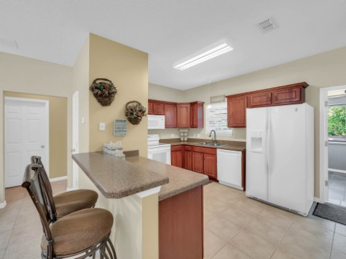 813-E-10th-St--Apopka--FL-32703----13---Kitchen.jpg