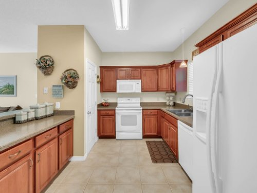 813-E-10th-St--Apopka--FL-32703----14---Kitchen.jpg