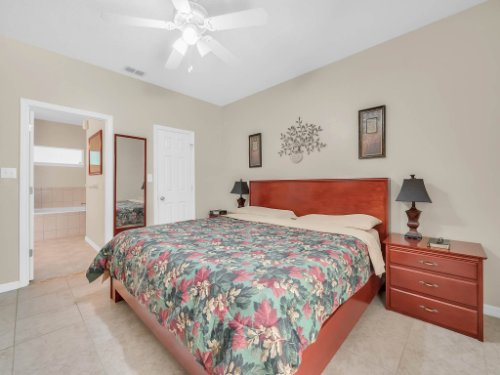 813-E-10th-St--Apopka--FL-32703----16---Master-Bedroom.jpg