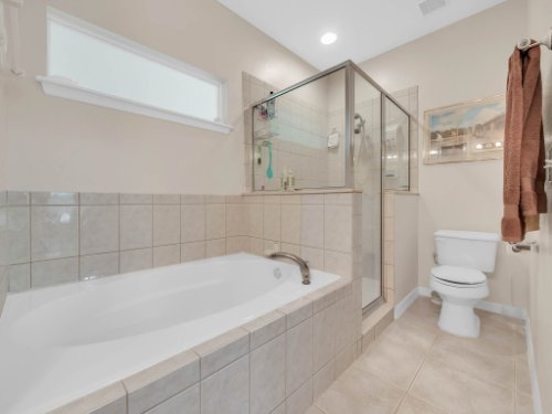 813-E-10th-St--Apopka--FL-32703----18---Master-Bathroom.jpg
