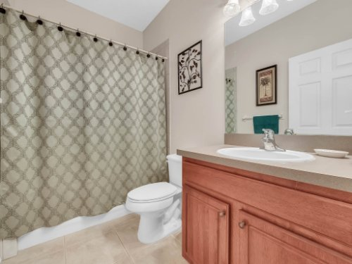 813-E-10th-St--Apopka--FL-32703----20---Bathroom.jpg