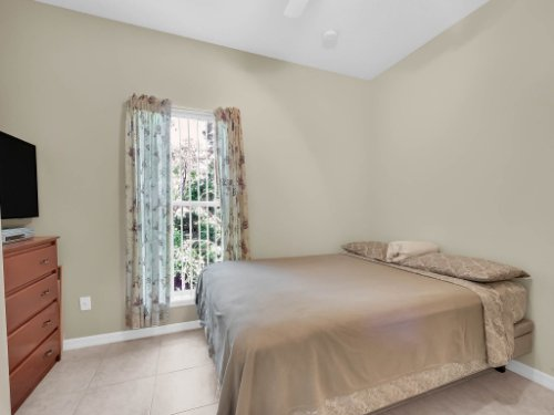 813-E-10th-St--Apopka--FL-32703----21---Bedroom.jpg