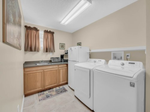 813-E-10th-St--Apopka--FL-32703----25---Laundry.jpg