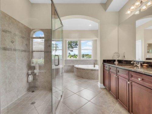 25531-Hawks-Run-Ln--Sorrento--FL-32776----26---Master-Bathroom.jpg