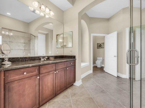25531-Hawks-Run-Ln--Sorrento--FL-32776----27---Master-Bathroom.jpg