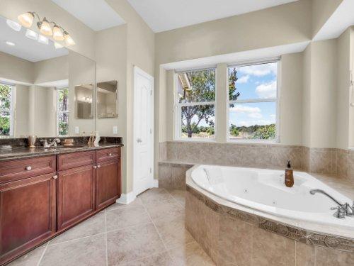 25531-Hawks-Run-Ln--Sorrento--FL-32776----28---Master-Bathroom.jpg