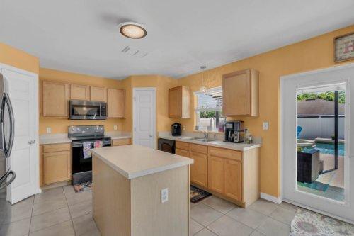 117-Royalty-Cir--Sanford--FL-32771----12---Kitchen.jpg
