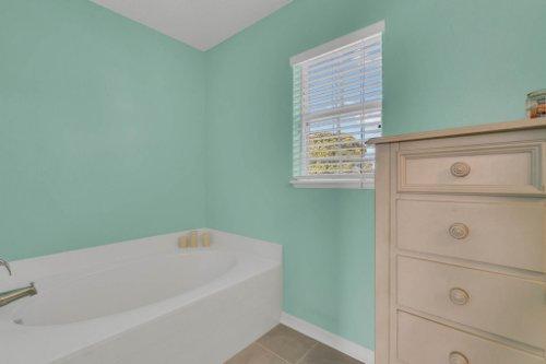 117-Royalty-Cir--Sanford--FL-32771----21---Master-Bathroom.jpg