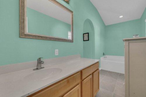 117-Royalty-Cir--Sanford--FL-32771----22---Master-Bathroom.jpg