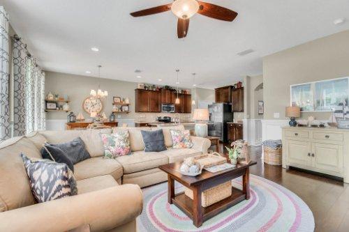 132-Magneta-Loop--Auburndale--FL-33823----13---Family-Room.jpg
