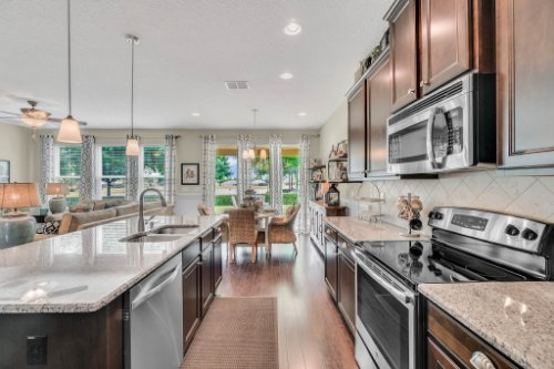 132-Magneta-Loop--Auburndale--FL-33823----21---Kitchen.jpg