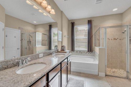 132-Magneta-Loop--Auburndale--FL-33823----27---Master-Bathroom.jpg