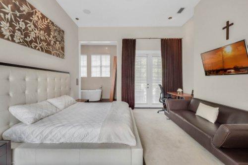 9743-covent-garden-dr--orlando--fl-32827----26---master-bedroom.jpg