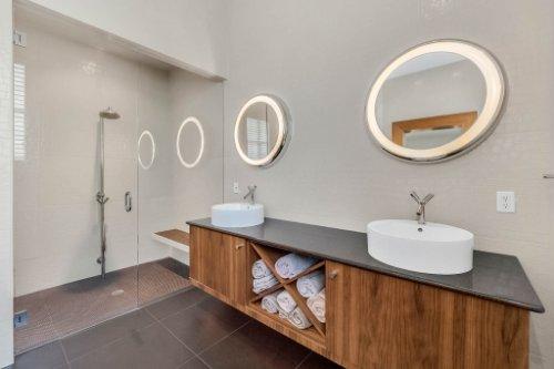 9743-covent-garden-dr--orlando--fl-32827----27---master-bathroom.jpg