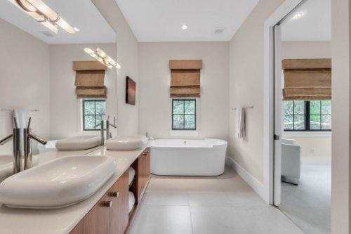 9743-covent-garden-dr--orlando--fl-32827----30---bathroom.jpg