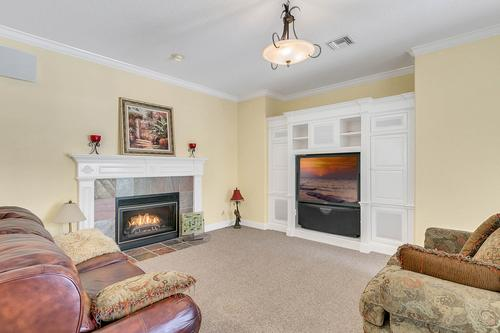 10909-Emerald-Chase-Dr--Orlando--FL-32836---15---Family-Room.jpg