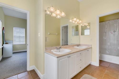 10909-Emerald-Chase-Dr--Orlando--FL-32836---26---Bathroom.jpg