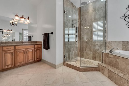 330-Highcroft-Ct--Lake-Mary--FL-32746----28---Master-Bathroom.jpg