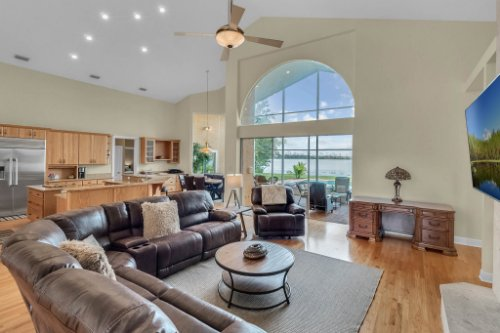 7014-Lake-Willis-Dr--Orlando--FL-32821----09---Family-Room.jpg