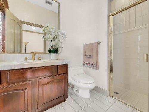 2775-Marsh-Wren-Cir--Longwood--FL-32779----05---Bathroom---Reshoot.jpg