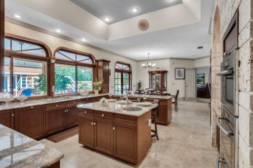 2775-Marsh-Wren-Cir--Longwood--FL-32779----25---Kitchen.jpg