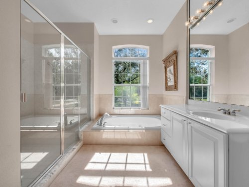 8190-Lake-Ross-Ln--Sanford--FL-32771----27---Master-Bathroom.jpg