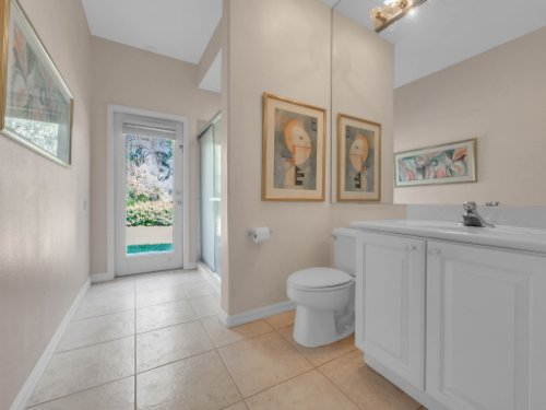 8190-Lake-Ross-Ln--Sanford--FL-32771----33---Bathroom.jpg