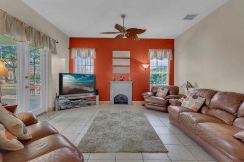 7984-Sea-Pearl-Cir--Kissimmee--FL-34747----11---Family-Room.jpg