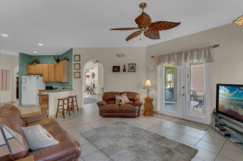 7984-Sea-Pearl-Cir--Kissimmee--FL-34747----12---Family-Room.jpg
