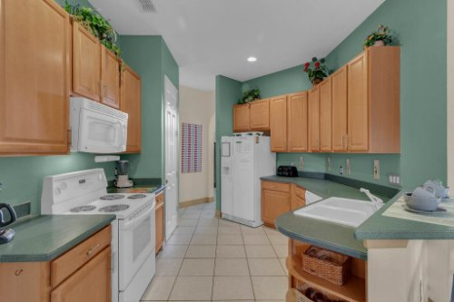 7984-Sea-Pearl-Cir--Kissimmee--FL-34747----14---Kitchen.jpg