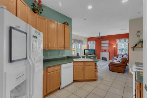 7984-Sea-Pearl-Cir--Kissimmee--FL-34747----16---Kitchen.jpg