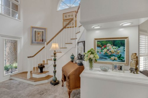 2706-Chambray-Ln.-Tampa--FL-33611--04--Foyer-1---2.jpg