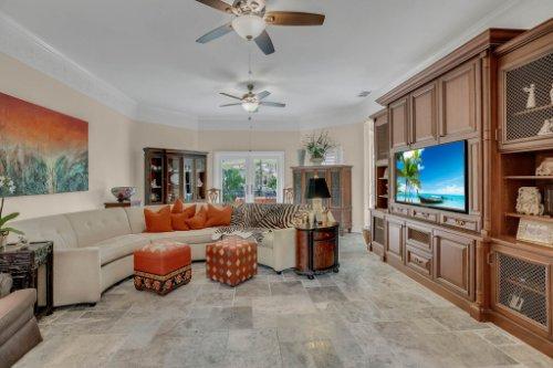 2706-Chambray-Ln.-Tampa--FL-33611--05--Living-Room-1---1.jpg