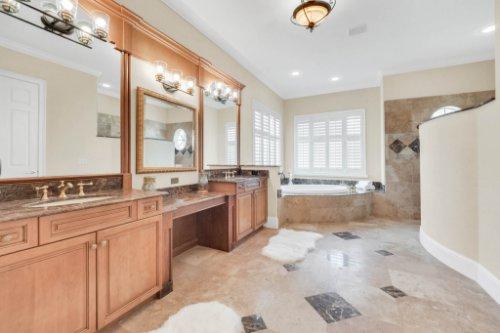 8234-Stone-Mason-Ct--Windermere--FL-34786----27---Master-Bathroom.jpg